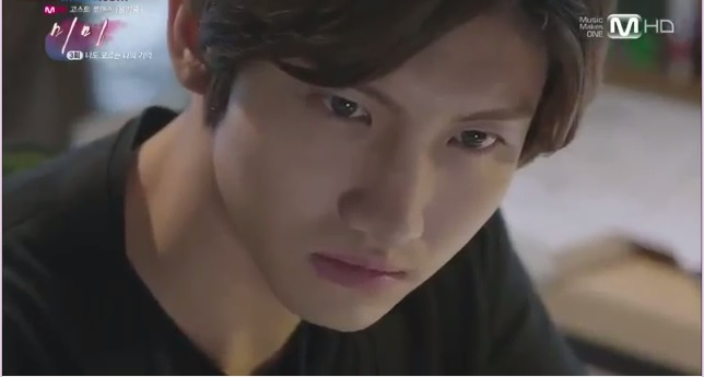 Min-woo tatapannya membunuh bnaget ya kalau mukanya lagi serius gitu. :P